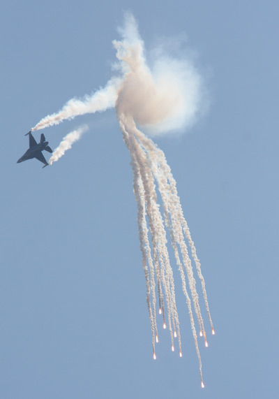 F-16AM Fighting Falcon solo display