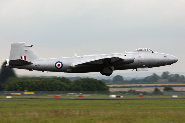 Canberra PR9 XH134 in her new silver paint scheme