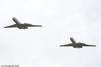Vickers VC10 two-ship formation
