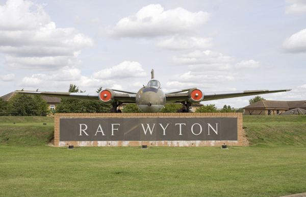 Gate guardian Canberra PR9 XH170 at RAF Wyton. Photo by Ross Cannon