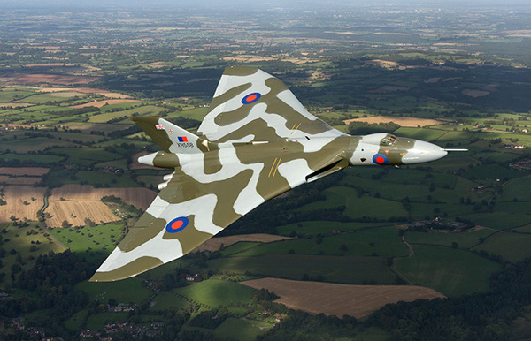 http://www.simplyplanes.co.uk/images/pages_images/v_bombers/vulcan/main_page_photo/vulcan_main_page_photo.jpg