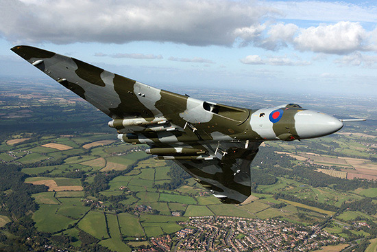 Avro Vulcan B2 G-VLCN/XH558 air-to-air